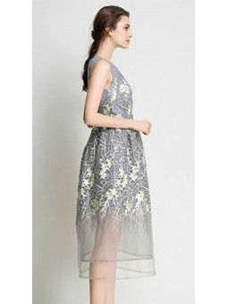 Rochie eleganta gri cu tul brodat