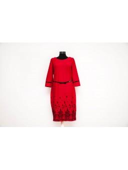 Rochie rosie pe corp