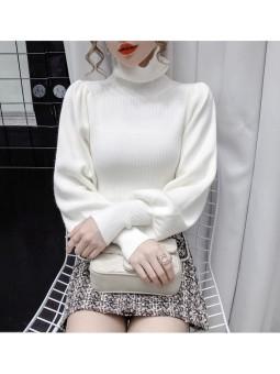 Pulover alb cu guler rulat