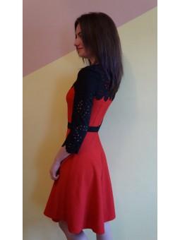 Rochie rosie cu detalii negre