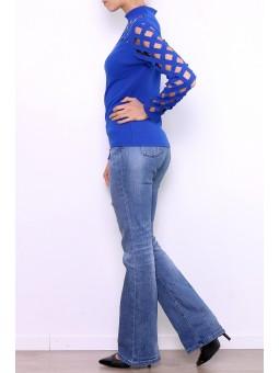 Bluza albastra decupata